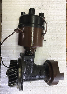 Wisconsin VH4D Distributor, & Gear Housing, Hydraulic Pump Connection.