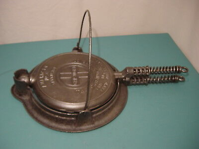 Antique Vintage Cast Iron Griswold No 8 Waffle Iron 1922 Erie Woodburn Cordless