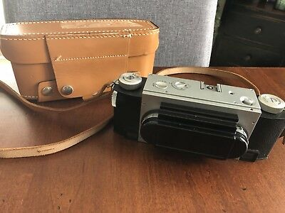 STEREO REALIST CAMERA- DAVID WHITE CO. - MILWAUKEE  F 2-8 with case