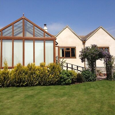 Holiday Let, Luxury bungalow. 4 beds, sleeps 9. Private level 1/4 acre garden.