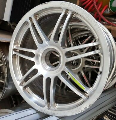 V8 Supercar rim and wheel nut