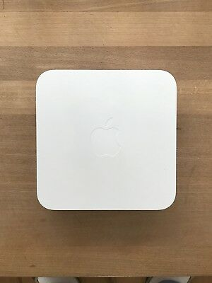 Apple Airport Extreme A1354 300 Mbps 3-Port 1000 Mbps WLAN Router (MC340Z/A)