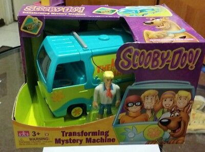 """Scooby Doo TRANSFORMING MYSTERY MACHINE w/ FRED 3"""" Action Collectible NIB."""