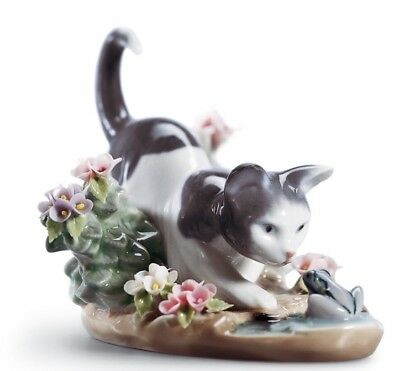 """LLADRO """"KITTY CONFRONTATION"""" KITTEN & FROG, excellent, perfect mint condtion"""