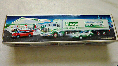 1992 HESS 18 WHEELER and RACER,  MINT in its Original Box