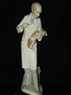 Lladro Figure of a Vet Vaccinating a Dog, excellent condition, gloss finish