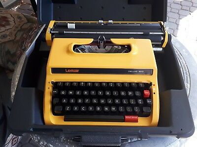 Lovely Yellow Lemair Deluxe 1613 Manual Typewriter With Case