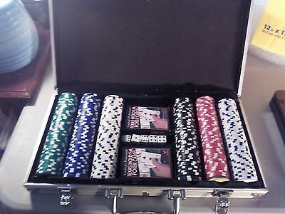 Cardinal's Professional 300 Chip Texas Hold'Em Poker Set In Aluminum Case