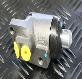 Land Rover Wheel Cylinder Right Hand. Front 2.6L - Series 3 - GWC302