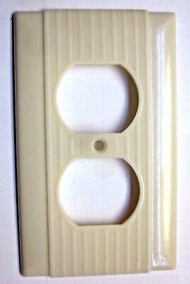 1 Vintage Ivory Color Bakelite Uniline Art Deco Outlet Plate Cover Ribbed Lines
