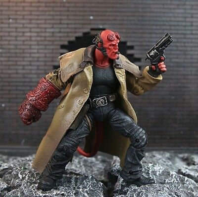 Hellboy Mezco Figur Comic Film Action Sammlung Superhelden Teufel Dämon Figuren