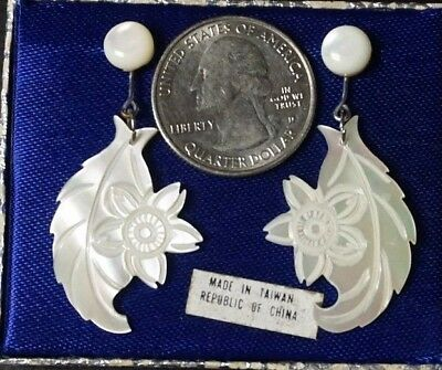 Vintage Antique Chinese Mother Of Pearl FLOWER Post Ear Rings BEAUTIFUL Y-28