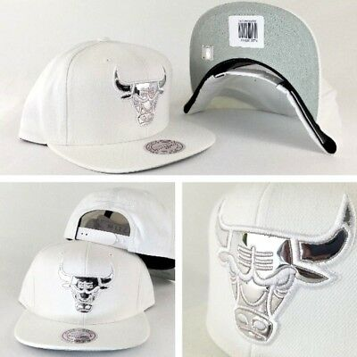 finest selection 70c1d 3435d Exclusive Mitchell   Ness Chicago Bulls White Patent Leather Logo snapback  Hat