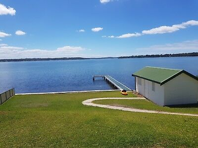 Holiday House Accommodation Lake Macquarie Absolute Waterfront