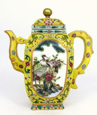 CHINESE YELLOW GROUND FAMILLE ROSE TEAPOT Lot 302