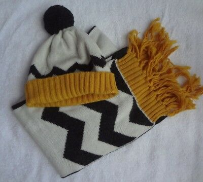 Country Road girls scarf and  beanie set