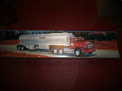 1975 Texaco Toy Tanker Truck Red Silver Box 1995 Edition Horn Lights up Display