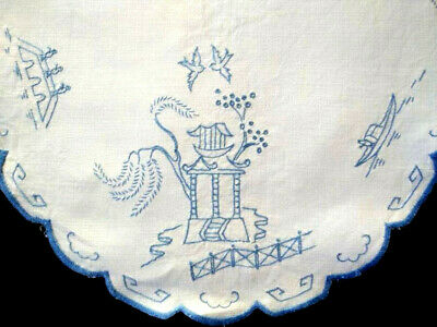 Stunning Blue Willow ~ Vintage hand embroidered Large Centrepiece/mat