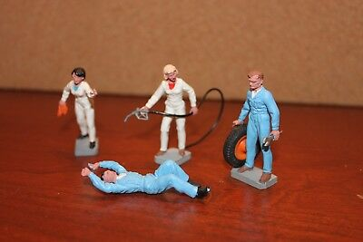 Lot#21 Vintage Britains Petrol Station Workers in Very Good Condition
