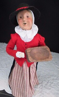 Byers Choice Retired Thanksgiving Caroler Pilgrim Woman w/ WOODEN TRAY, 2000