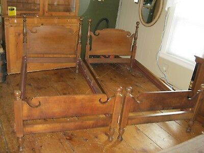 Tiger Maple Pair of Twin Beds Four Poster with a Cannonball Tops - #00179