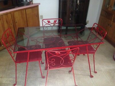 Vintage Cast Iron Patio Table And Chairs!! Local delivery available !!