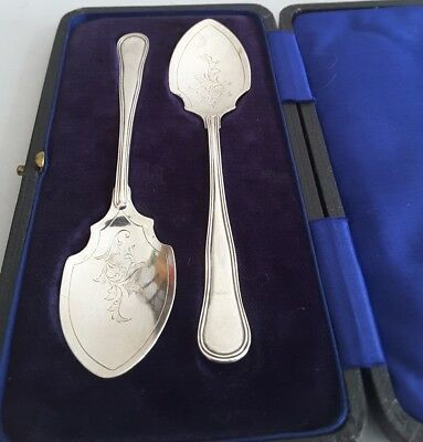 Pretty Cased Pair Antique Solid Silver Jam / Preserve Spoons.    Sheff.1915.