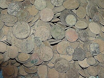 ANCIENT ROMAN UNCLEANED COINS   200 - 400 AD - 3 x RANDOM COINS FOR 1.99 (R1)