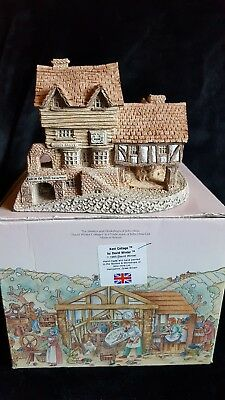 """Market Street by David Winter Cottage With Original Box Hand Made - 4-1/2"""""""