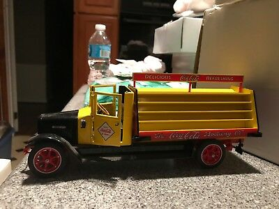 Danbury Mint 1928 Coca-Cola Delivery Truck 1:24 Replica Die Cast Metal DAMAGED
