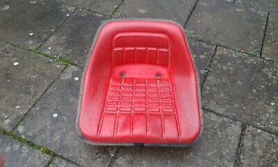 Tractor seat in very good condition