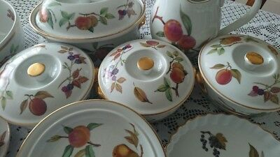ROYAL WORCESTER Fine Porcelain 16 Pieces Evesham Tableware Made In England