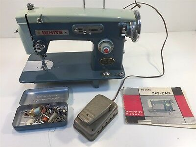 Vintage White De Luxe Zig-Zag Sewing Machine W/ Accessories & Manual Blue-Green