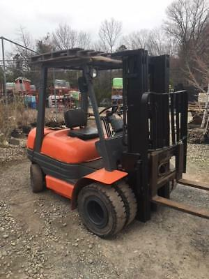 Toyota Forklift Model 62-6FDU25 7593 Hours 5000 lb lift 3 stage with side shift