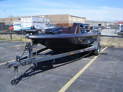 1989 Skeeter SX1700 Bass boat with left hand steering, 150hp Evinrude, Trailer