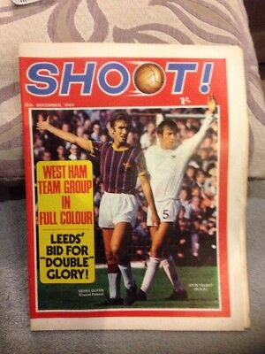 SHOOT FOOTBALL MAGAZINE 13th December 1969 West Ham Neil Martin Etc
