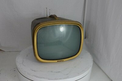 """RCA Victor 140P020 13"""" Portable TV Set MISSING KNOBS/DAMAGED SCREEN/UNTESTED"""