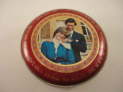 1981 Commemorative Tin Engagement of Prince of Wales and Lady Diana Spencer.