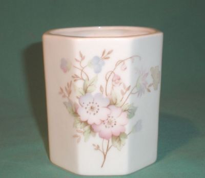 Ashley pot bone china , floral pattern white/China/British
