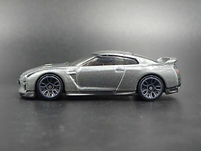 2017-2018 Nissan Gtr R35 Skyline Rare 1:64 Collectible Diorama Diecast Model Car