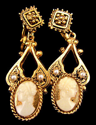 "Rare Vintage 2"" Unsigned Florenza Goldtone Shell Cameo Clip On Earrings NOS AH7"