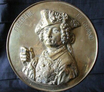"""LARGE ANTIQUE FRENCH SOLID BRASS PLAQUE """"FREDERIC LE GRAND"""" Frederick of PRUSSIA"""