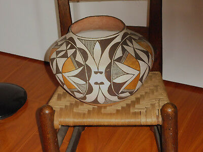 American Indian Pottery large Acoma olla Jar lovely with nice patina