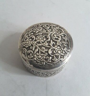 ATTRACTIVE INDIAN ANTIQUE SOLID SILVER LIDDED BOX.     CUTCH.    c.1890.