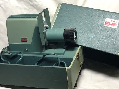 Argus 300 Slide Projector with Case w/Bulb
