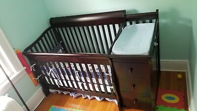 Baby Crib and Changer (Sorelle) Combo with mattress and changing pad.