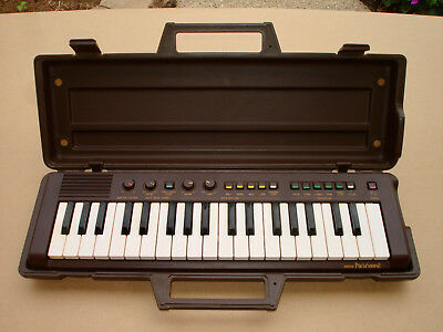 Vintage Yamaha PortaSound PS-2 Battery Operated Portable Keyboard w/Case
