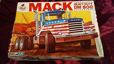 Mpc/general Mills Mack Dm800 Truck Tractor 1St Edition Kit -  1/25 Scale Kit