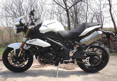 2012 Triumph Speed Triple  2012 TRIUMPH SPEED TRIPLE 1050 CRYSTAL WHITE - ONE OWNER, NICE!!! NO RESERVE!