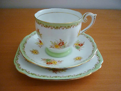 Vintage Bell Fine Bone China Footed Cup, Saucer & Side Plate - Trio Set England